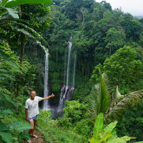Секумпул (Sekumpul waterfalls), Indonesia