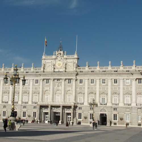 Королевский дворец в Мадриде. самый большой королевский дворец в Европе, в нем насчитывается около 9 тысяч комнат!