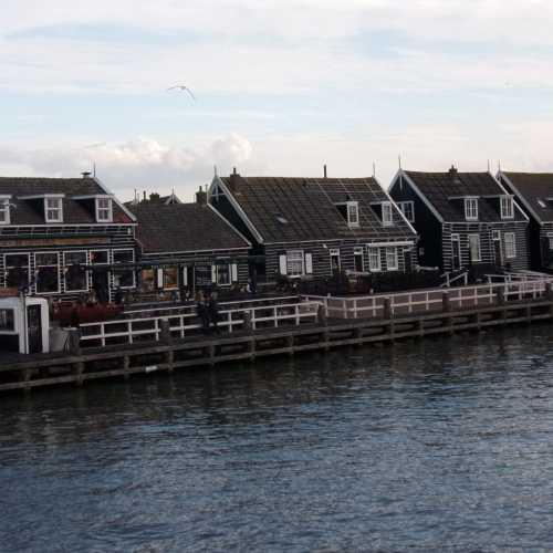 На рыбацком острове Маркен живут около 2 тысяч человек, а туристов приезжает сюда гораздо больше!
