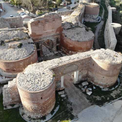 Городские ворота и стена древней Никеи