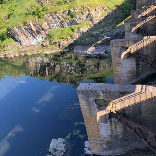 Дамба ГЭС 1964 года