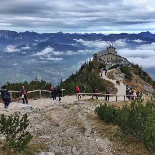Кельштайнхаус и Баварские Альпы на фоне
