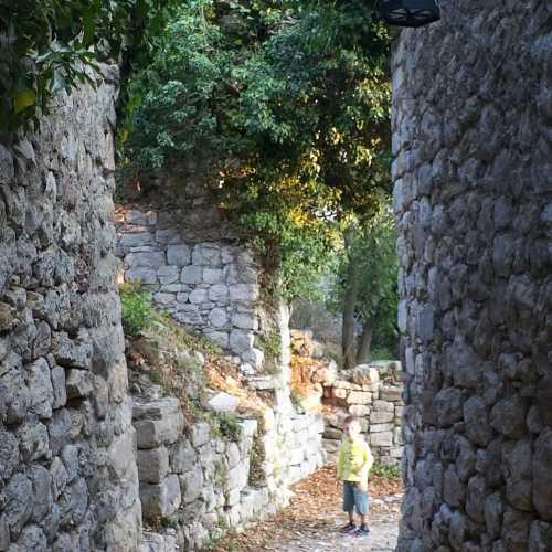 Старый Бар. Внутри крепости
