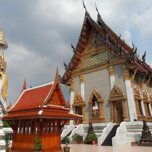 Храм Интхаравихан, Таиланд