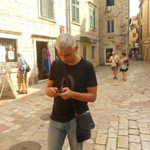 время назад на мобильнике иногда переводить чертовски приятно — в Котор (Черногория).