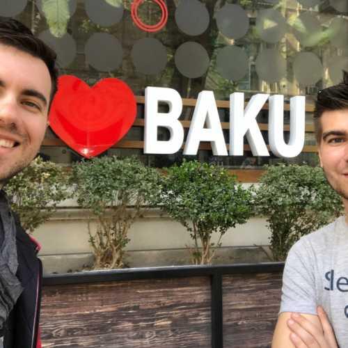 Ооооо! это мой хороший друг, можно даже сказать лучший в Баку. Спасибо тебе Ромка, за всё!