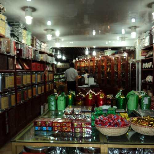 Пекин. на Чайной улице, в магазине.