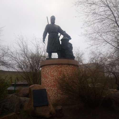 Памятник казаку-первопроходцу Бекетову