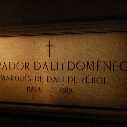 Театр-музей художника-сюрреалиста Сальвадора Дали