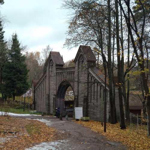 Ворота в парк Монрепо
