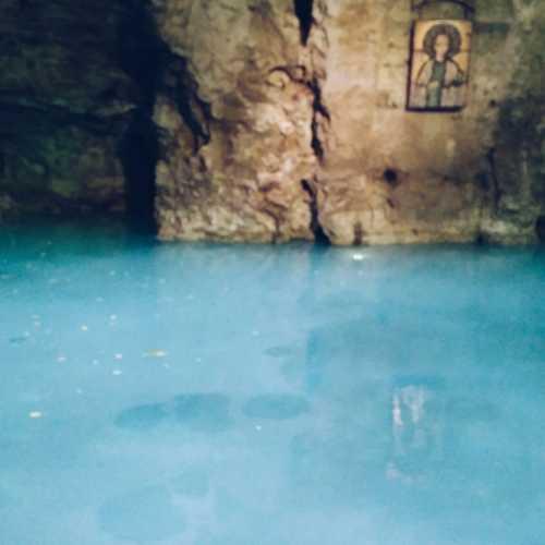 озеро Провал. необычный цвет воде в озере придает сероводород, содержащийся в больших кол-вах