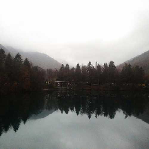 Голубые озёра. Нижнее голубое озеро (Кабардино-Балкария)