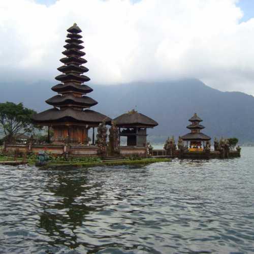 Пура Улун Дану Братан, Индонезия