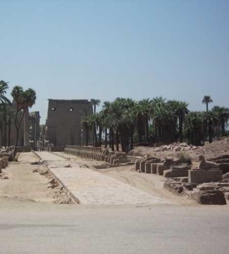 старая дорога от к храма к Нилу