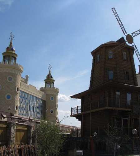 Казань — ТЮЗ и «деревенька»