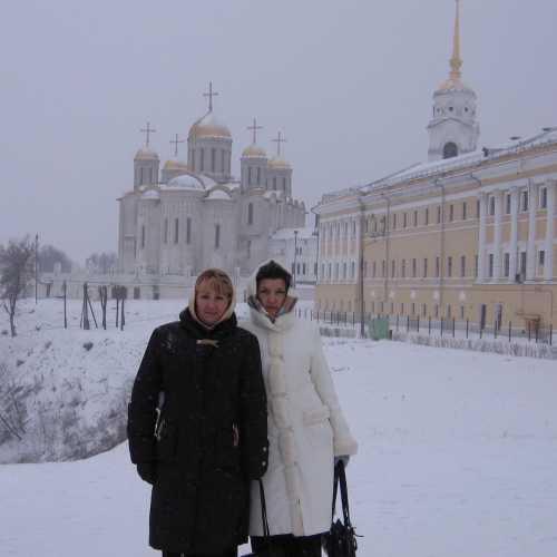 вид на Успенский храм во Владимире