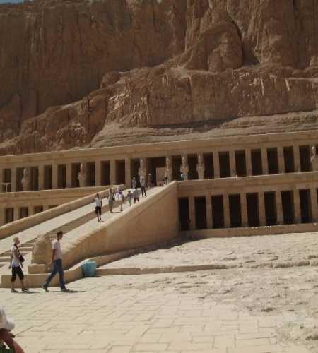 храм Хатшепсуд в долине мертвых