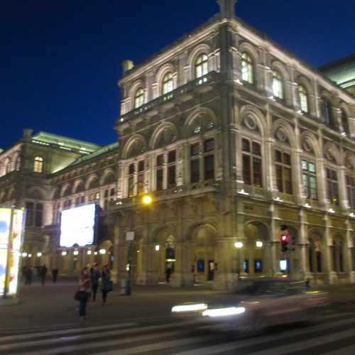Вена. Здание Венской Оперы. (17.09.2014)