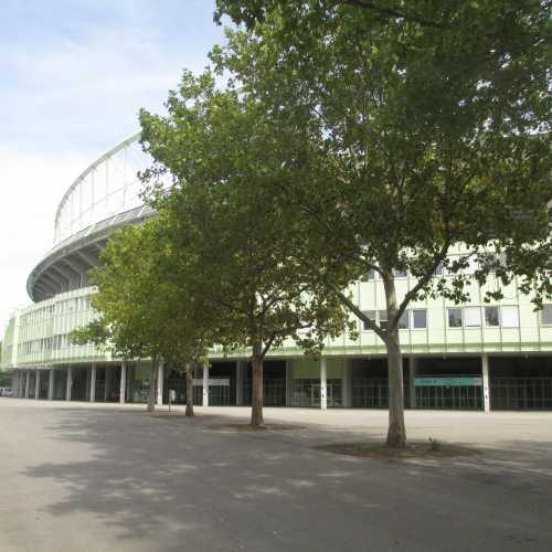 Вена. У стадиона Эрнста Хаппеля. (18.09.2014)