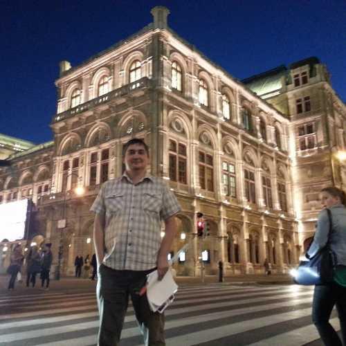 Вена. Я у здания Венской Оперы. (17.09.2014)