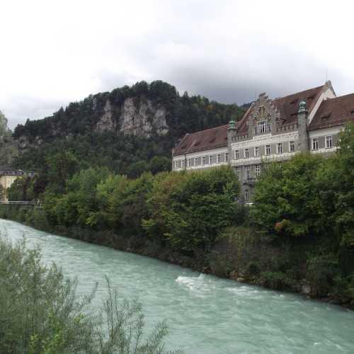 Фелькирх (Австрия). Вид на реку Илль и здание Регионального суда. (19.09.2017)