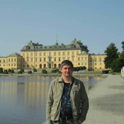 Стокгольм. Я на фоне дворца Дроттнингхольм. (12.07.2013)
