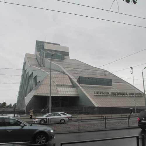 Рига. Здание Латвийской Национальной Библиотеки. (10.06.2016)