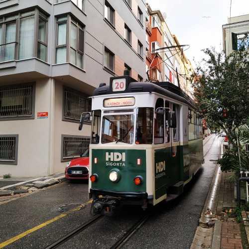 Стамбул. Трамвай в районах Кадыкёй и Мода. (04.11.2020)