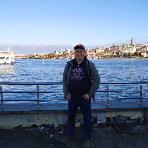 Стамбул. Я на набережной бухты Золотой Рог. (08.11.2020)