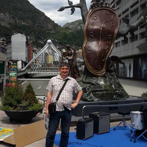 Я в Андорре у скульптуры «Благородство времени». (21.06.2016)