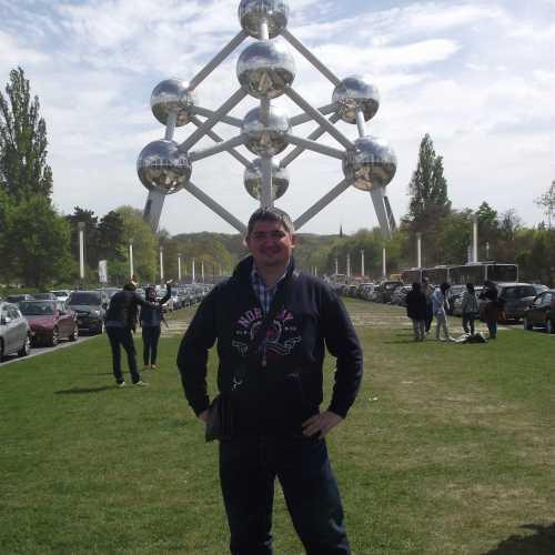 Брюссель. Я на фоне Атомиума. (30.04.2017)