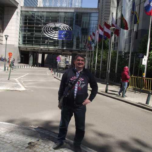 Брюссель. Я у Европарламента. (30.04.2017)