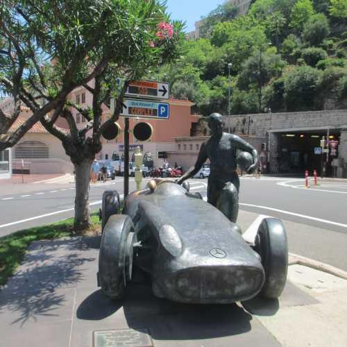 Монако. Памятник Хуан Мануэлю Фанхио. (24.06.2016)