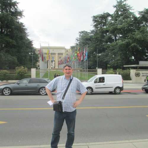 Женева. Я на фоне Дворца Наций. (16.06.2016)