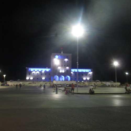 Тирана. Площадь Матери Терезы. (05.09.2015)