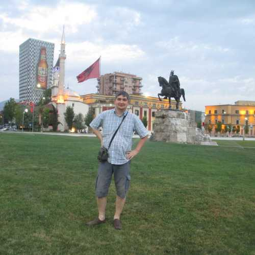Тирана. Я на площади Скандербега. (05.09.2015)