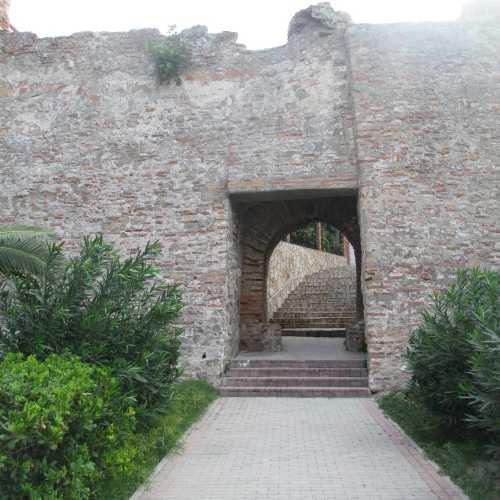 Дуррес. Стены старого города. (06.09.2015)
