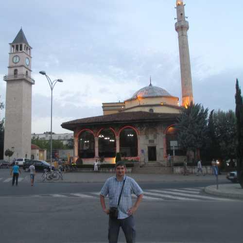 Тирана. Я на фоне мечети Эфем-бея и часовой башни. (05.09.2015)