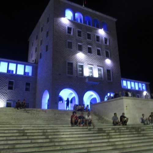 Тирана. Здание университета. (05.09.2015)
