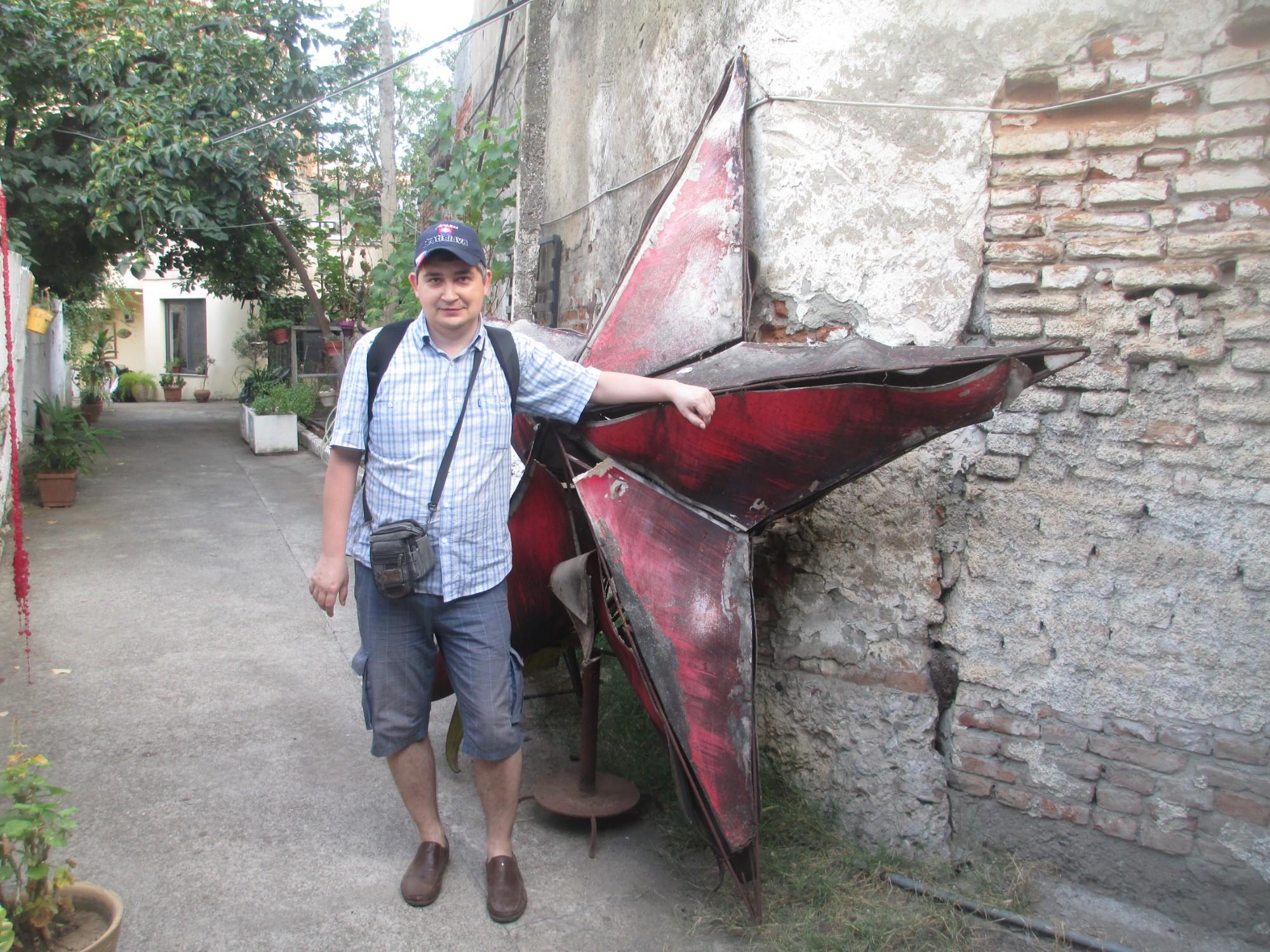 Тирана. Я и заброшенный символ коммунистического прошлого. (06.09.2015)