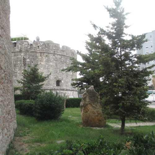 Дуррес. У стен старого города. (06.09.2015)
