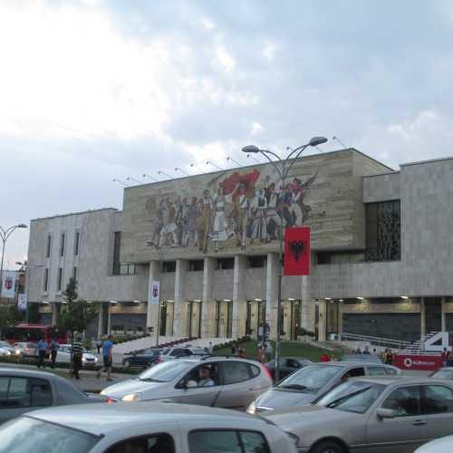 Тирана. Здание национального исторического музея. (05.09.2015)