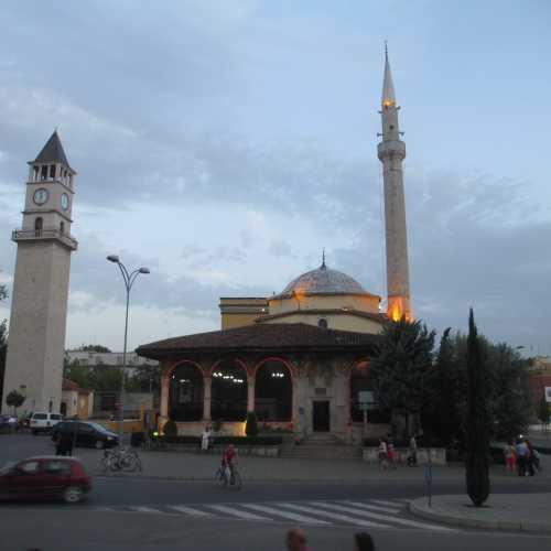 Тирана. Мечеть Эфем-бея и часовая башня. (05.09.2015)