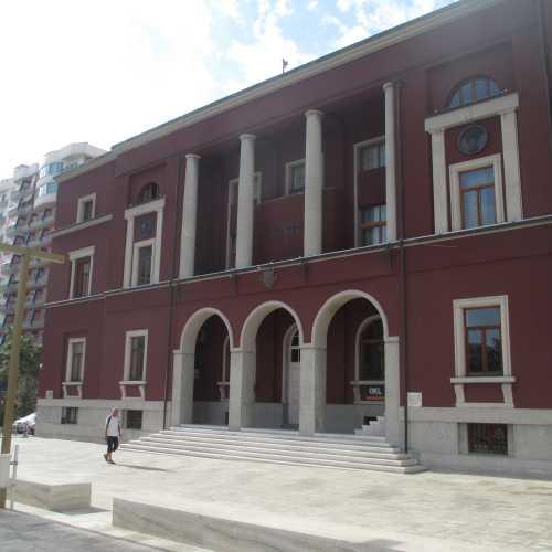 Дуррес. Здание муниципалитета. (06.09.2015)
