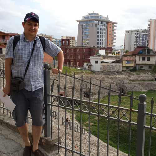Дуррес. Я у римского амфитеатра. (06.09.2015)