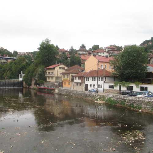 Сараево. Вид на реку Миляцка с моста Шехер Чехая. (07.09.2015)