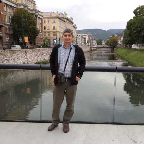 Сараево. Я и вид на реку Миляцка с моста Фестина Ленте. (07.09.2015)
