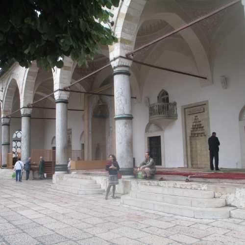 Сараево. Около мечети Гази Хусрев-Бей. (07.09.2015)