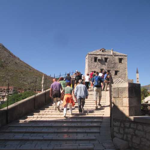 Мостар. Туристы на Старом мосту. (08.09.2015)