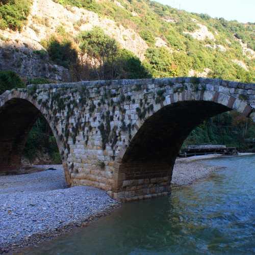Old Osman bridge near Beirut<br/> Старый османский мост недалеко от Бейрута